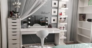 Love the draping curtain for half over the window / blind in my salon. Falling b...